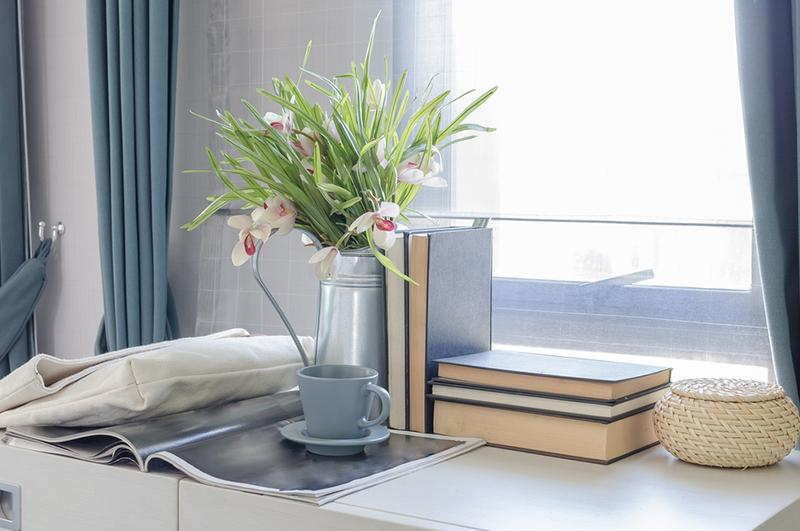 flowers in vase bookend