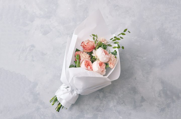 romantic gifts- Gift her Flowers on a special day