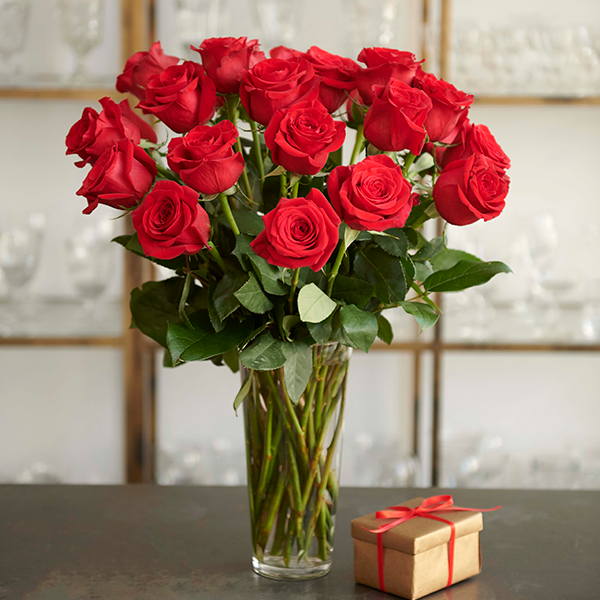 Valentine's Day Flowers Giveaway Roses Bouquet with Chocoloates