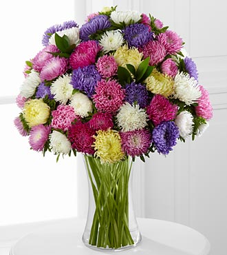 Dream A Little Dream Kralen Aster Flower Bouquet - 25 Stems - Vase Included