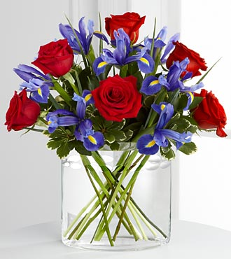 The FTD So In Love Flower Bouquet - Vase Included
