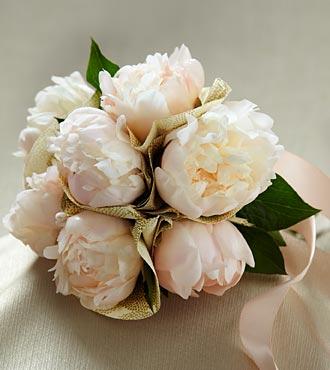 The FTD Simple Sophistication Flower Bouquet